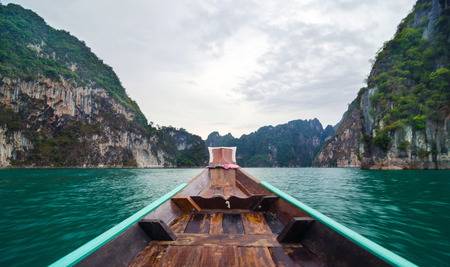 surat: Beautiful high mountains and green river on long tail boat at Ratchaprapha Dam, Khao Sok National Park, Surat Thani Province, Thailand   Guilin of Thailand    Stock Photo