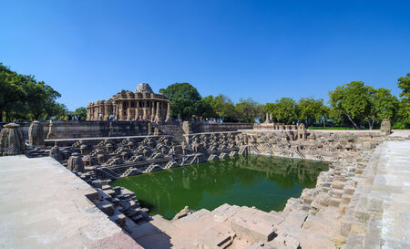 sien: Templo del Sol Modhera con Hermosa Stepwell en Ahmedabad, India