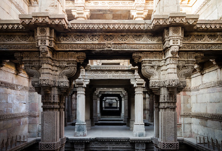 pilasters: Adalaj Stepwell in Ahmedabad, Gujarat, India Stock Photo