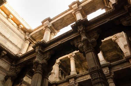 toran: Sunlight on Adalaj Stepwell in Ahmedabad, Gujarat, India Stock Photo