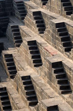 chand: Pasos a Chand Baori Stepwell en Jaipur, Rajasthan, India.