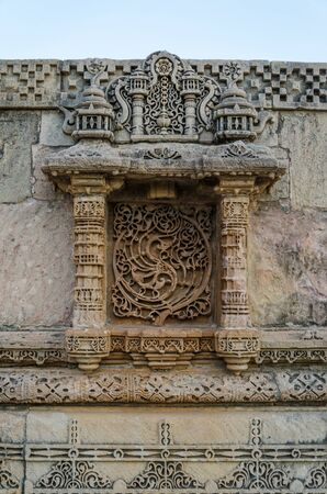 toran: Vintage crafted at Adalaj Stepwell in Ahmedabad, Gujarat, India Stock Photo