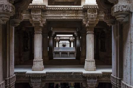 toran: Perspective of Adalaj Stepwell in Ahmedabad, Gujarat, India Stock Photo