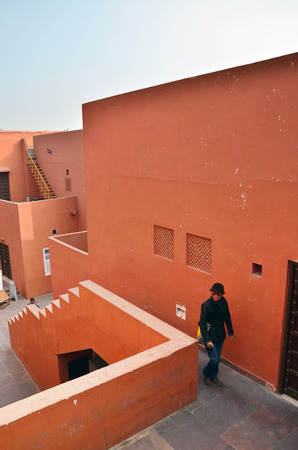 gallerie: Jaipur, India - January 31, 2014: People visit Jawahar Kala Kendra on January 31, 2014. Jawahar Kala Kendra (JKK) is a multi arts centre located in Jaipur in India. It was built by Rajasthan government.
