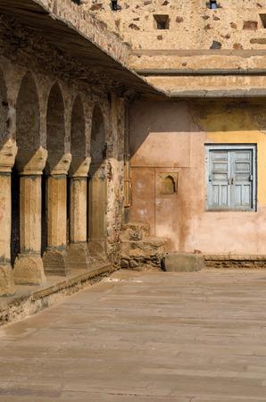 chand: Arcade de Chand Baori Stepwell en Rajasthan, India.