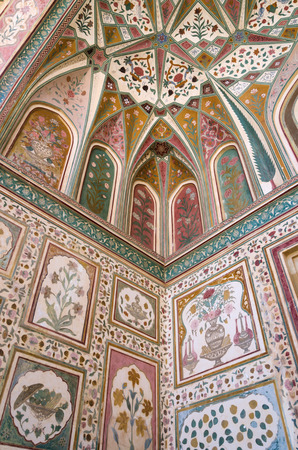 amber fort: Detail of decorated gateway in Amber fort, Jaipur, India