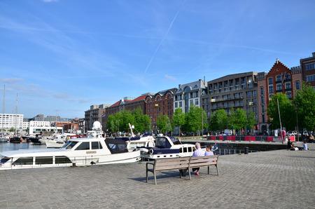 Antwerpen, België - 10 mei 2015: Jachten afgemeerd in de Willem Dock afgebeeld van het Museum aan de Stroom in Antwerpen, België. Redactioneel