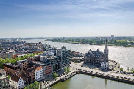 Luchtfoto uitzicht over de stad Antwerpen in België van Museum aan de Stroom.