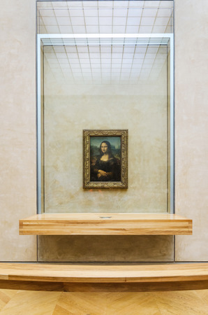 mona lisa: Paris, France - May 13, 2015: Leonardo DaVincis Mona Lisa at the Louvre Museum, May 13, 2015 in Paris, France. The painting is one of the worlds most famous.