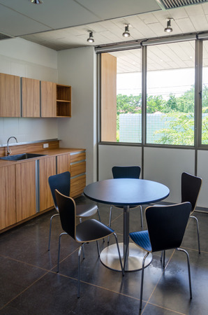 Moderne Büro Küche Interieur Standard-Bild - 53569186