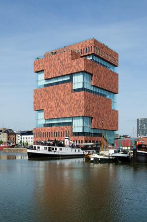 Museum aan de Stroom (MAS) langs de Schelde in Antwerpen, België