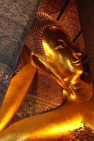 wat pho: Reclining golden Buddha, Wat Pho, Bangkok, Thailand Stock Photo