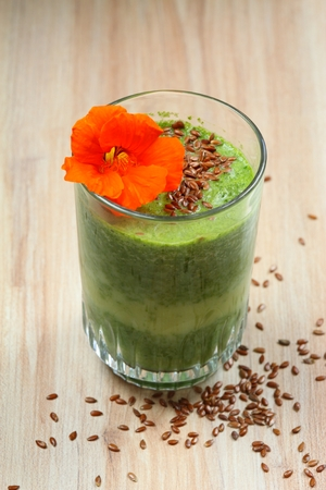 organic flax seed: Spinach smoothies with flax seed and edible flower