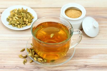 紅茶、カルダモンの種子。いくつかのアジアの国々 で茶の独特な味のために使用
