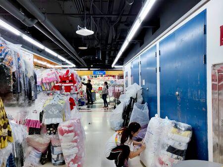Bangkok, Thailand - November 29 2019: Bobae Tower and Bobae Wholesale market shops in Bangkok. Редакционное