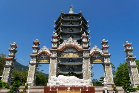 Da Nang, Vietnam : MAR 27 2019, Linh Ung Pagoda built in contemporary style combined with inherent tradition of pagodas in Vietnam, with curved roof in dragon shape, an attractive spiritual tourist destination of Da Nang city. Редакционное