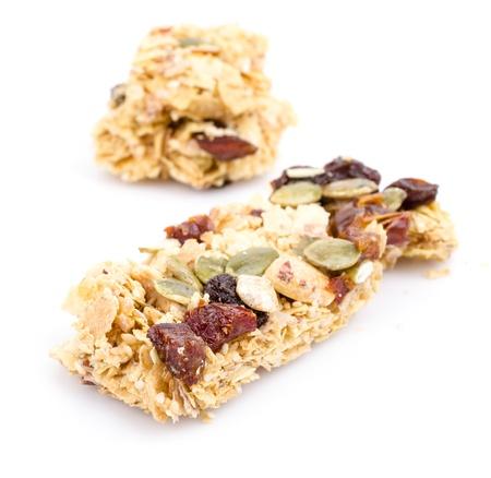 barra de cereal: Cereal bar en el fondo blanco