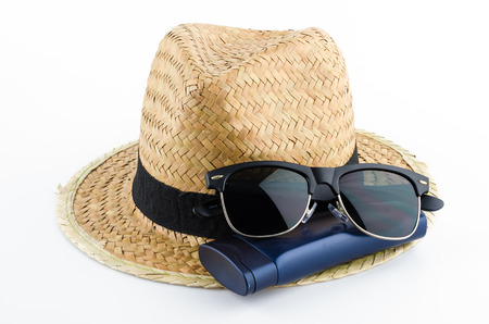 Hat, sunglasses and body lotion isolated on white background Standard-Bild