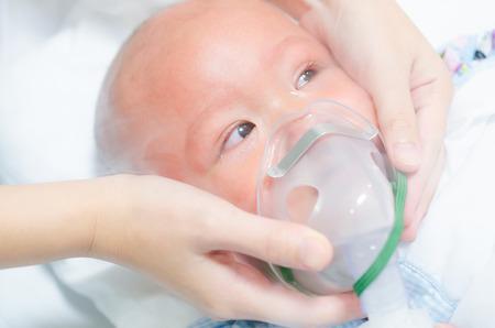 persona malata: Usura del bambino maschera di ossigeno