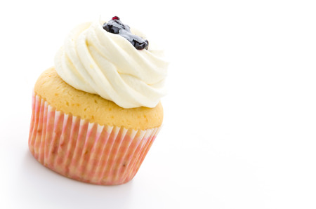 cupcakes isolated: Cupcakes isolated on white background