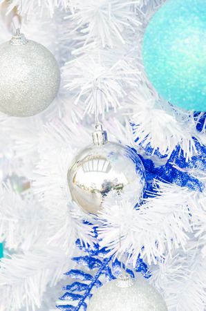 Decorate christmas tree Stock Photo - 28185674