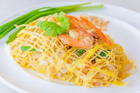 Pad thai Stock Photo - 28612060
