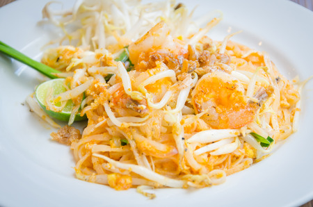 Pad thai Stock Photo - 29735449
