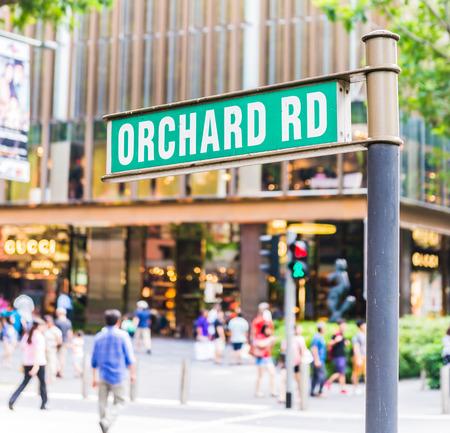 """personas en la calle: placa de la calle que dec�a """"Orchard Road"""""""