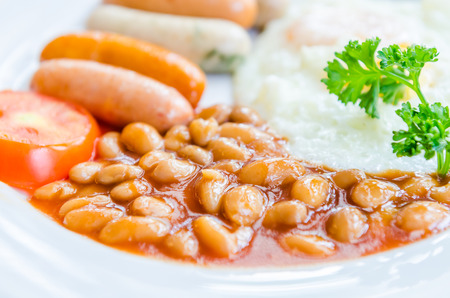 bacon baked beans: English breakfast