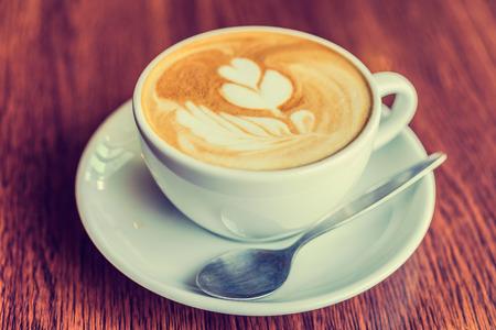 taza cafe: Taza de caf� en la cafeter�a - foto efecto estilo vintage
