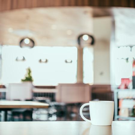 Heiße Tasse Kaffee in der Kaffeestube - Weinleseeffekt Stil Bilder