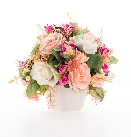 ramo de flores: Jarr�n de flores aisladas sobre fondo blanco