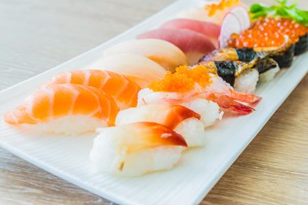 comida japonesa: Nigiri sushi - Estilo de comida japonesa Foto de archivo