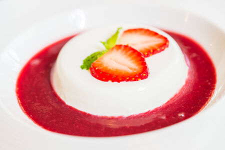 panna: Panna cotta strawberry - dessert food