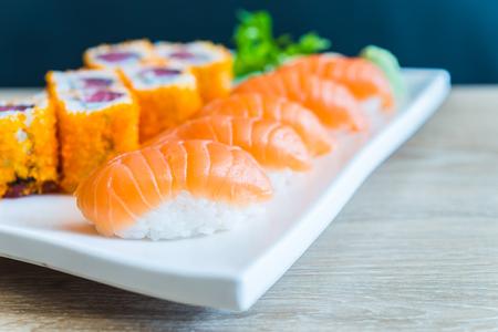 japanese food: Nigiri Sushi roll - comida japonesa