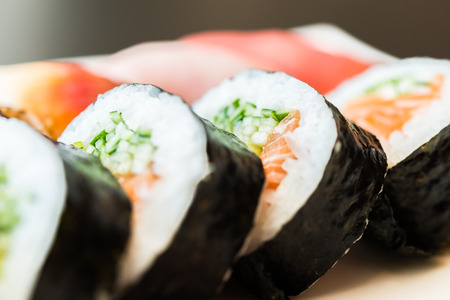 japanese food: Rodillo del sushi comida japonesa
