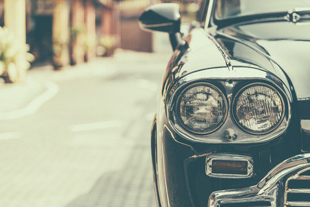 ビンテージ: ヘッドライトのランプ ビンテージ クラシックカー - ビンテージ効果のスタイル写真