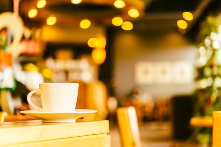 コーヒー ショップ カフェでコーヒーのマグカップ