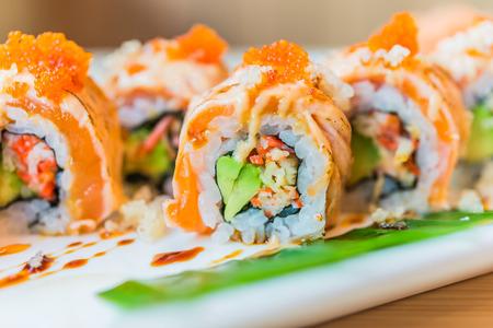 Lachs-Sushi Maki rollt - japanisches Essen Lizenzfreie Bilder