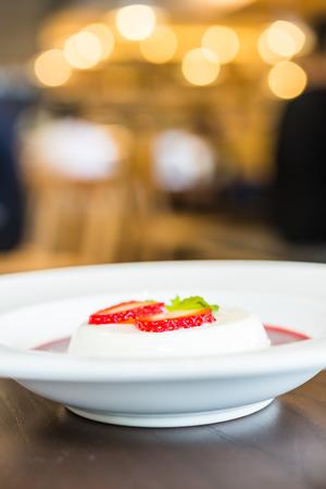 cotta: Panna cotta strawberry - dessert food