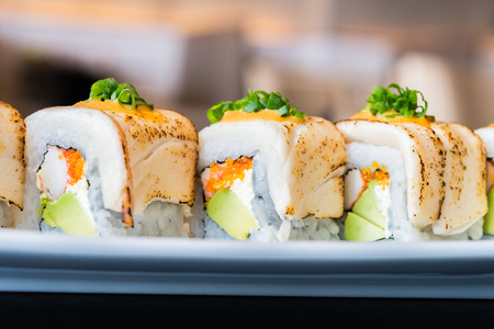 japanese food: Rodillo del sushi comida sana - Estilo de comida japonesa