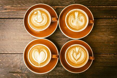 taza cafe: Desenfoque en la taza de café latte - imágenes de proceso efecto de la vendimia