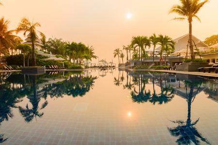 Hotel-Pool - Vintage-Filter und Sonne Flare Effekt-Bearbeitung Editorial