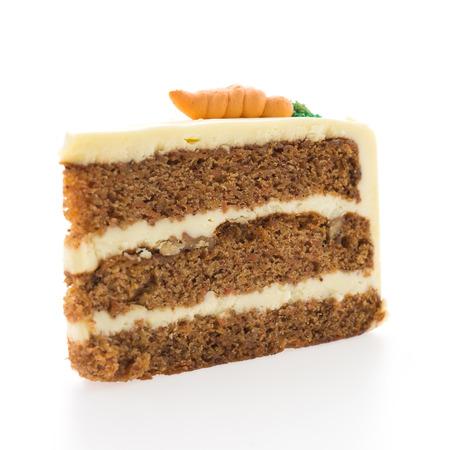 rebanada de pastel: Tortas de zanahoria aislados en fondo blanco Foto de archivo