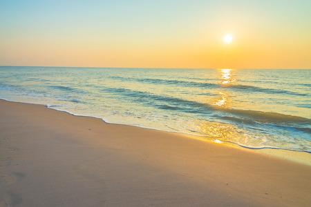 horizonte: Amanecer en la playa - filtro de la vendimia