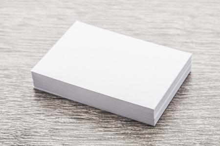 marca libros: Libro Blanco maqueta en madera de fondo Foto de archivo