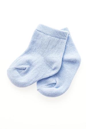 Chaussettes de bébé isolé sur fond blanc