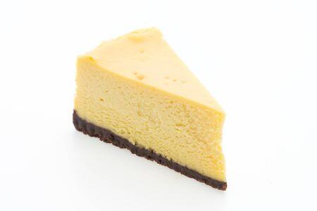 rebanada de pastel: Pasteles de queso aislados sobre fondo blanco Foto de archivo