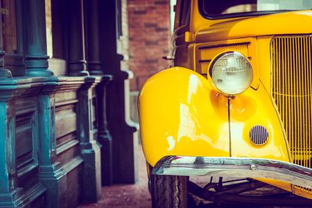 헤드 라이트 램프 빈티지 자동차 - 빈티지 필터 효과 스톡 콘텐츠 - 43005940