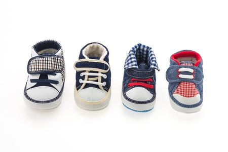 pie bebe: Zapatos del beb� aislados en blanco Foto de archivo